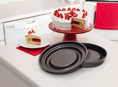 Mrs. Fields Fill N Flip™ Locking Layer Baking Pan – Round