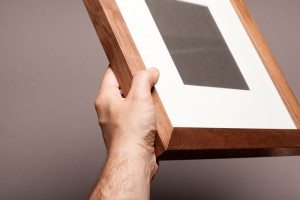 frame_hand_walnut