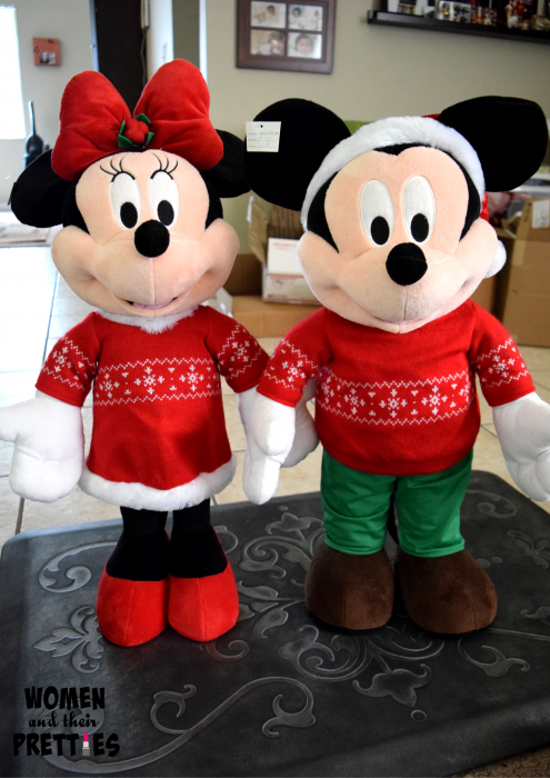 Mickey and Minnie Holiday Greeters (1)
