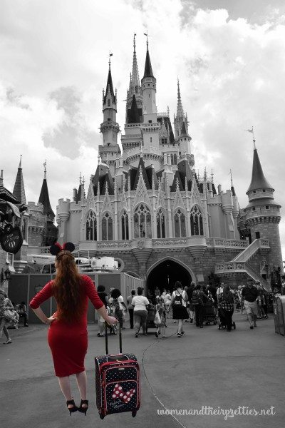 Disney LUggage Minnie Mouse in Front of Castle
