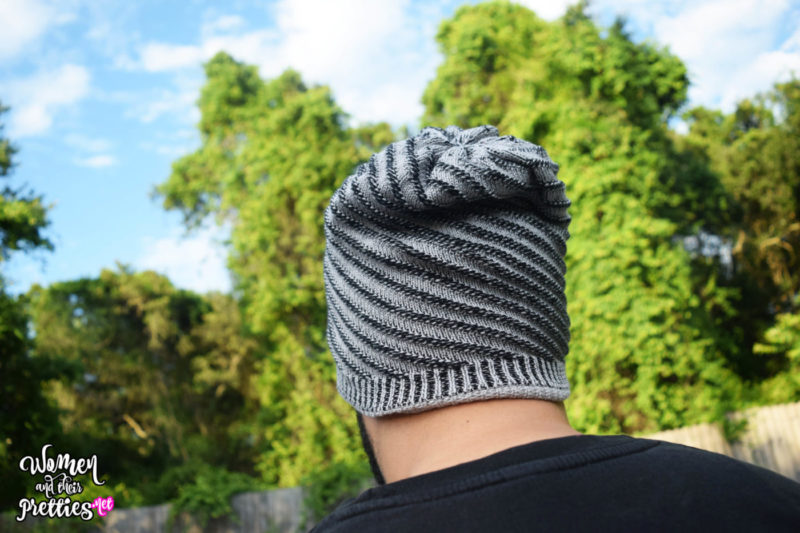 The Caseco Bluetooth Beanie has built in speakers that allow you to listen to your favorite music in comfort and style!