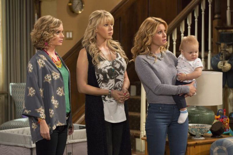 5 reasons why every woman should watch Fuller House - even if you weren't a fan of Full House. #Women #Netflix #FullerHouse