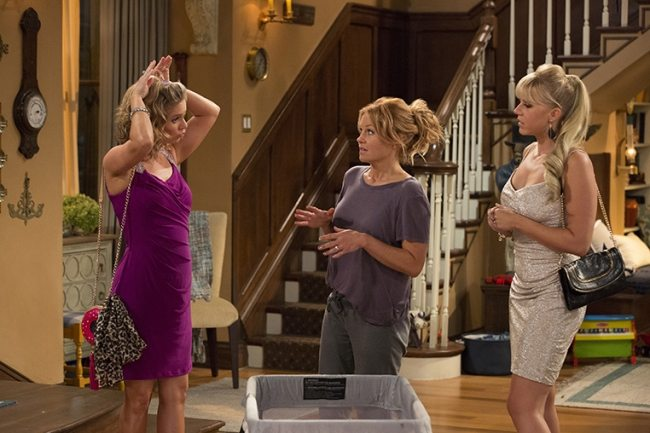5 reasons why every woman should watch Fuller House - even if you weren't a fan of Full House. #Women #Netflix #FullerHouse