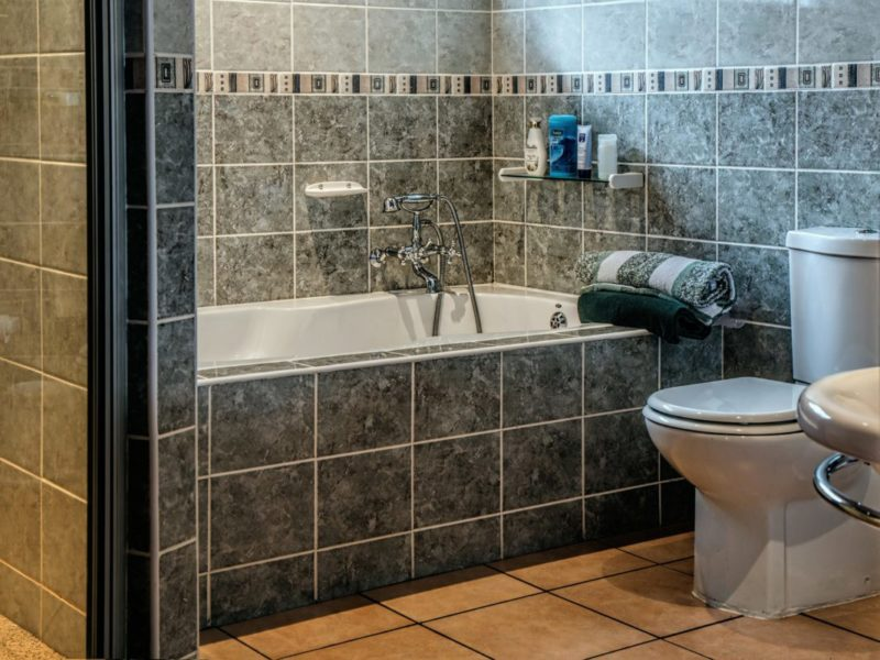 4 easy ways to turn your regular bathroom into a relaxing oasis