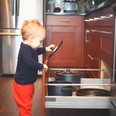 In this room by room guide, I'll give you detailed tips for how to succeed a toddler proofing your home. This is a full guide to make every room safe!