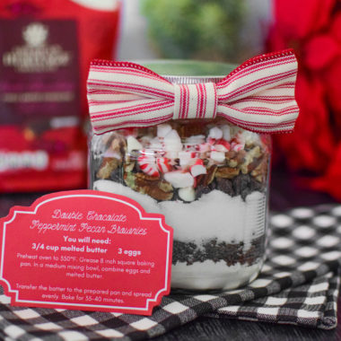DIY Christmas Brownies in a Jar {Free Printable Tags}