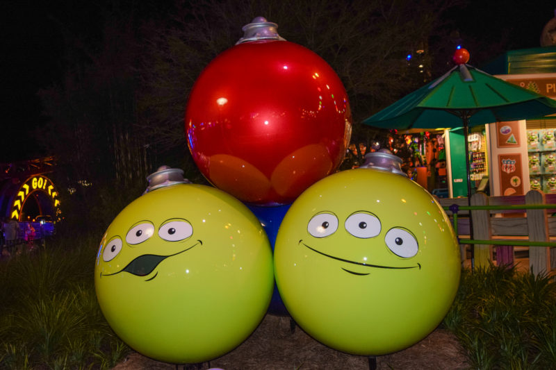 park changes during christmas at disney