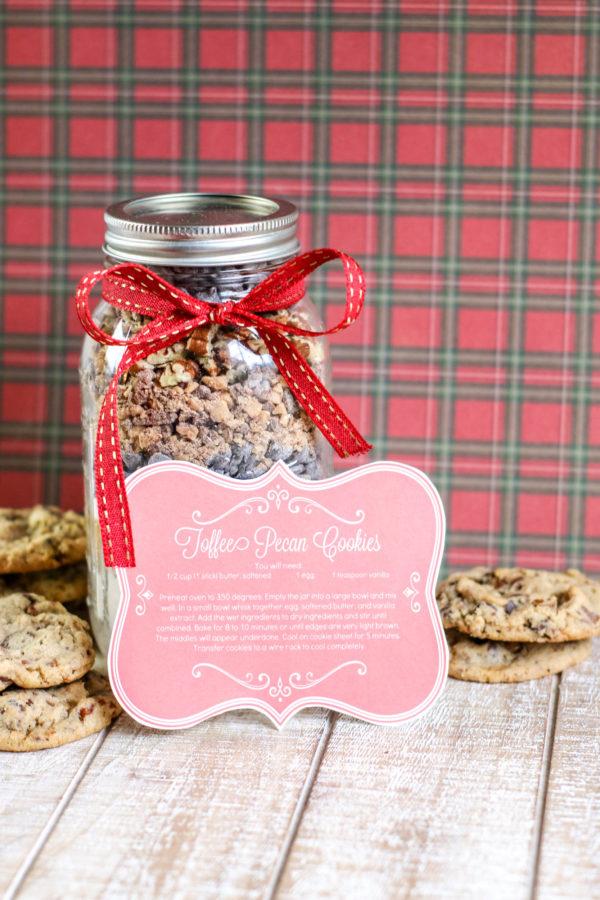 DIY GIFT: Toffee Pecan Jar Cookies