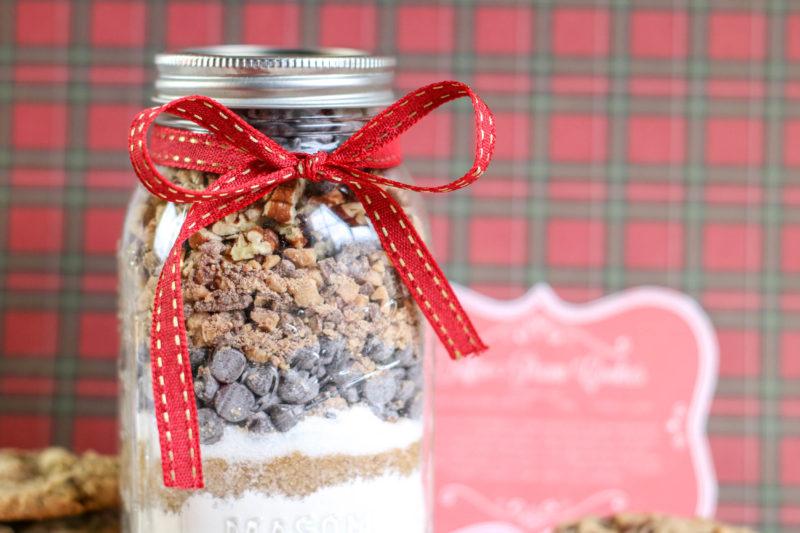 DIY Toffee Pecan Cookies in a Jar
