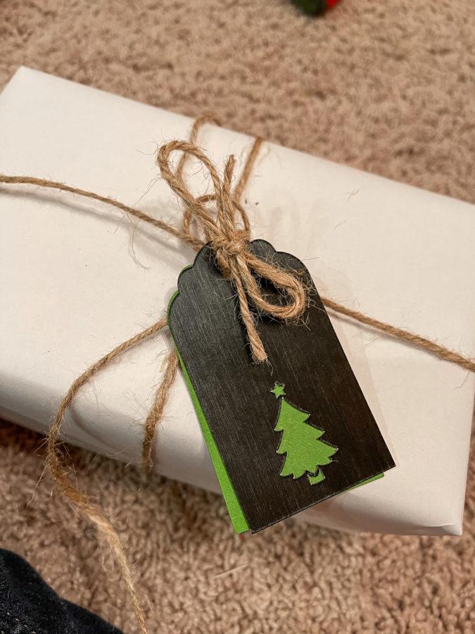 DIY Christmas Gift Tags with Cricut