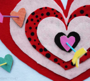 Cupid's Shot At Love DIY Valentine's Day Game – with free scoreboard printable! #ValentinesDay #DIY